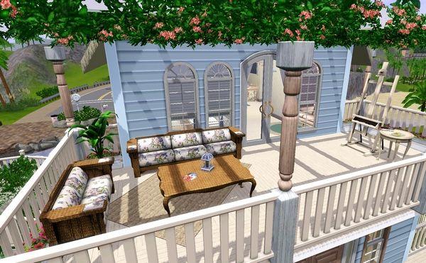 Просторный балкон на втором этаже